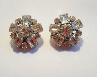 Rare Signed Original Weiss Aurora Borealis, Snowflake Clip On Earrings