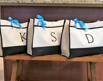 Monogrammed Bridesmaids Tote Bags, Gift for Bridal Party Gifts, Bridal Party Bags, Wedding tote