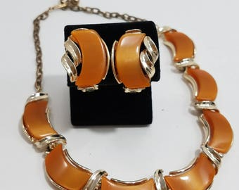 Beautiful Thermoset Jewelry Set of Necklace & Matching Clip Earrings