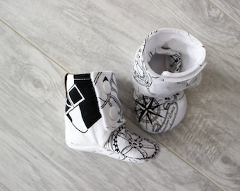 Baby booties - Stay on booties - Baby slippers - Baby boy - Baby girl - Baby accessories - Baby shower - Birth gift - Geometric pattern