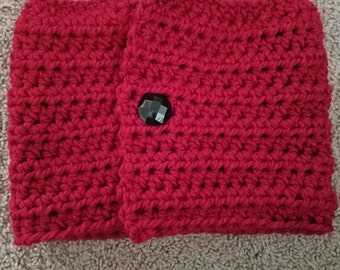 Buttoned red cowl