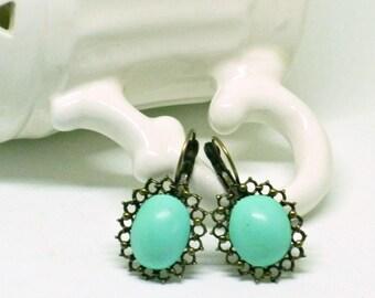 Vintage earrings, purple earrings, earrings green water, romantic earrings, handcrafted jewelry.
