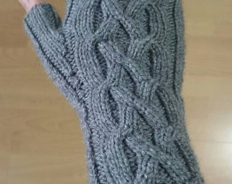 Mittens one size stretchable in grey color