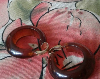 Tortoise shell hoop clip earrings