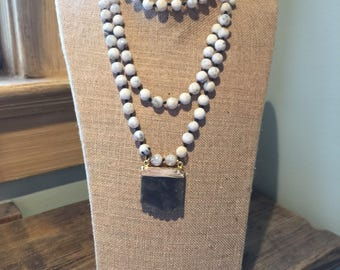 Natural stone beaded necklace with labrodite pendant