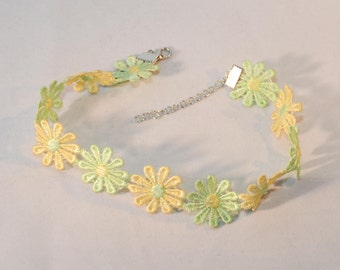 Choker Necklace Daisy Flowers Green and Yellow