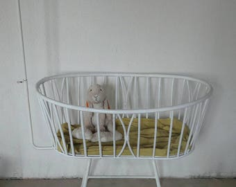 White Rattan Crib designed by Dirk Van Sliedregt for Rohe Noordwolde