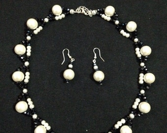 Necklace blue sea with pearls