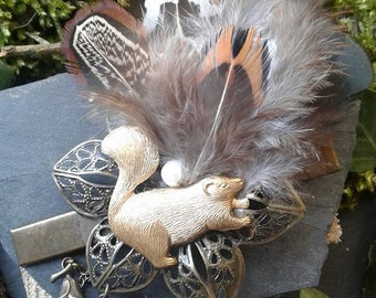 Barrette Beaver Golden brass and natural feathers