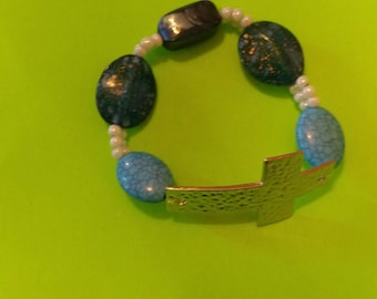 Cross bracelet mixed with turquoise crystal