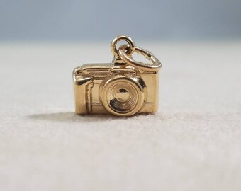 14kt yellow gold vintage solid camera charm.
