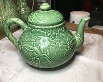 Bordalo pinheiro green vine teapot