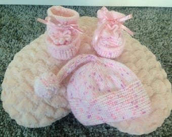 Hand knitted pink pixi set