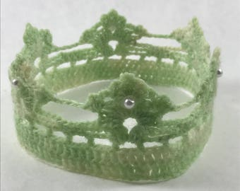 Green crochet crown