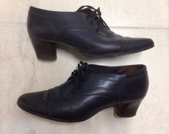 Navy oxford pumps 6.5