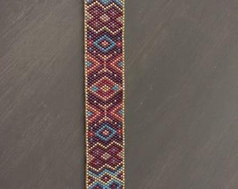 Cuffs, bracelets and earrings in Peyote