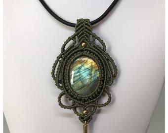Micro macrame pendant with labradorite cabochon