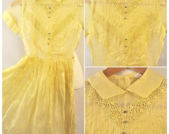 Vintage 1950s Suzy Brooks Yellow Pastel Sheer Chiffon Lace Pan Collar Button Up Day Dress XS Small
