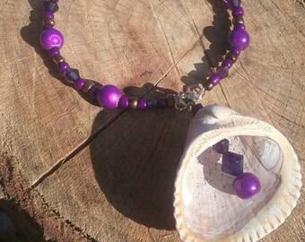 Boho hippy bracelet.  Glass plastic shell. 8 inch. Memory wire.
