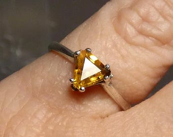 Trillion Faceted Citrine ring in sterling silver Solitaire gemstone victorian medieval size 6 1/2 triangle