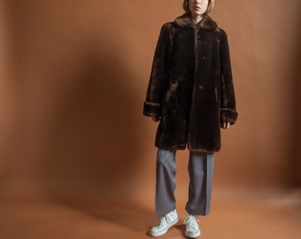 60s mutton fur coat / peter pan collar MOD coat / heavy weight brown fur coat / s / m / 2102o / R4