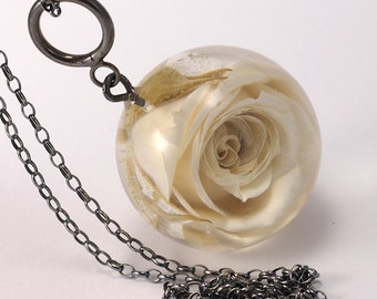 Rose Resin Necklace, Rose Pendant, Rose jewelry, Resin Pendant, Rose necklace, Floral Resin Pendant, Silver Oxidized, Nature Jeelry,