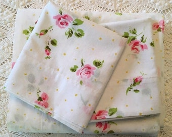BIG SALE - Pink Roses and Tiny Daisies on White Full Flat with Pillowcases - Vintage Pequot - 1970s Bedding - No-Iron