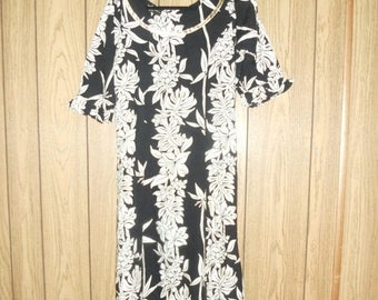 Closing Shop Sale 40% Off Vintage 90's  Hawaiian Maxi Dress   beautiful gorgeous   black and white   clothing clothes