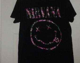 NIRVANA Floral Smiley Face Band T-shirt-Tultex-sz Medium/Large