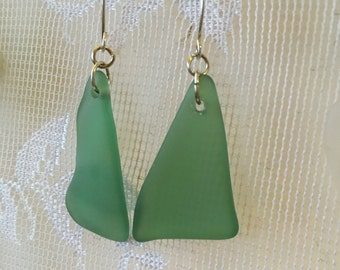 Beautiful green tumble glass earrings TrAsH gLaSs gold plated wires