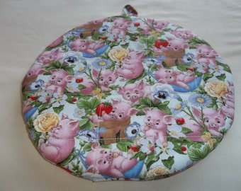 Quilted Pot Holders, Hot Pads, Pink Pigs Potholders, Fabric Round, Handmade, Trivet, Double, Insulated, Farm Animals, 9 Inches, Hostess Gift