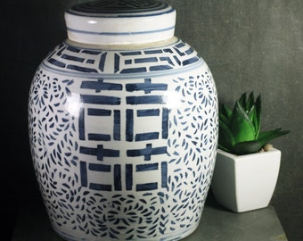 Vintage Ginger Jar with Double Happiness Motif - Blue and White Chinoserie - FREE SHIPPING