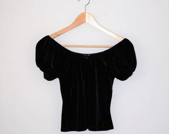 90s black velvet off the shoulder crop top 1990s pastel goth shimmery peasant bouse small