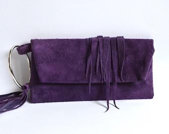 Lederclutch in tiefem Violette mit wilden Fransen