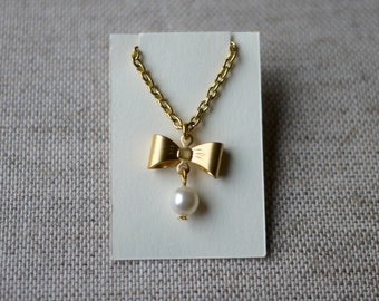 Blythe Doll Necklace - Gold Bow with a Pearl