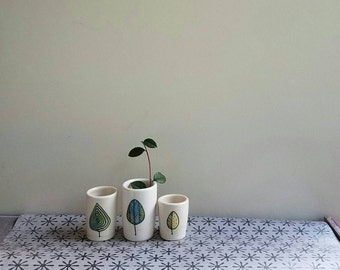 Leaf vase, set of three leaf mini vases ceramic vases, woodland home decor, spring  leaf design.