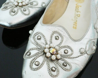 vintage 1960s mod silver shoes / 60s silver beaded rhinestone pearl heels / 60s wedding party shoes