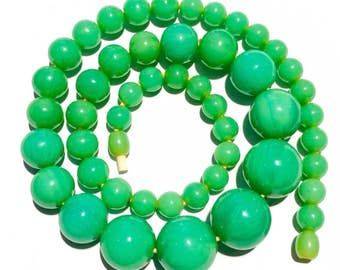 Vintage deco marbelled green bakelite necklace
