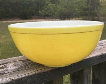 """Vintage Yellow Pyrex Bowl--10""""  404 Mixing Bowl--Retro Kitchenware--Serving Bowl--Replacement Bowl--Largest Nesting Bowl--Gift for Her"""
