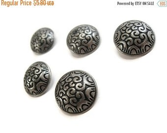 ON SALE 5 Silver Shank Sewing Buttons Carved Celtic Pattern 20mm  (BM102)