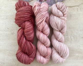 Small knitting and crochetting yarn skeins / Super soft merino cashemere blend / small skeins for wrist warmers / hand dyed with madder