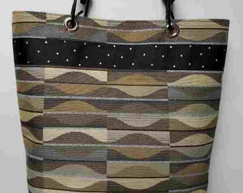 Gray and tan waves bungee cord purse