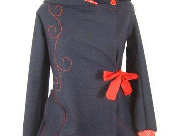Manteau Sadako rouge et bleu et grande capuche