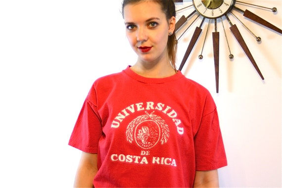 Vintage 80s T-shirt Red Cotton Universidad de Costa Rica distressed faded Short Sleeve Crew Neck 1980s College University Tee Unisex