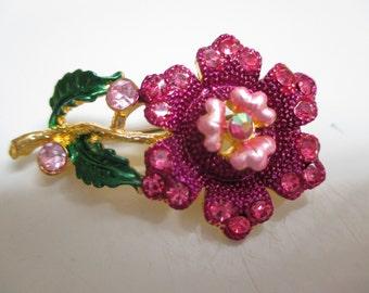 Vintage costume jewelry  / rhinestone flower brooch