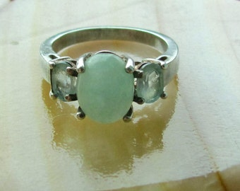 Vintage Sterling Silver and Jadeite Size 7 1/2 Ring with Cut Stones by Avon