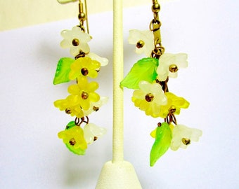 "Vintage Lucite Flower White Yellow Spring Green Leaves Translucent 1950's Chandelier Earrings 2 3/4""  Retro Floral Bride Wedding Statement"