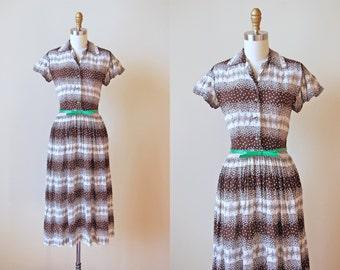 Vintage 1940s Dress - 40s Dress - Chocolate White Border Print Floral Rayon Dress w Green Buttons XS - Mint Chip Dress