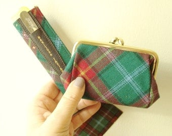 Manitoba Tartan change purse and comb sleeve, vintage unused purse accessory, Manitoba Canada travel souvenir, green & red tartan plaid