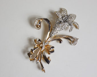 1930s Vintage Rare Large Clear Rhinestone Floral Brooch on Gold Tone Amazing